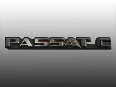 """""""PASSAT C"""" Schriftzug hinten Passat 82-86 NOS"""